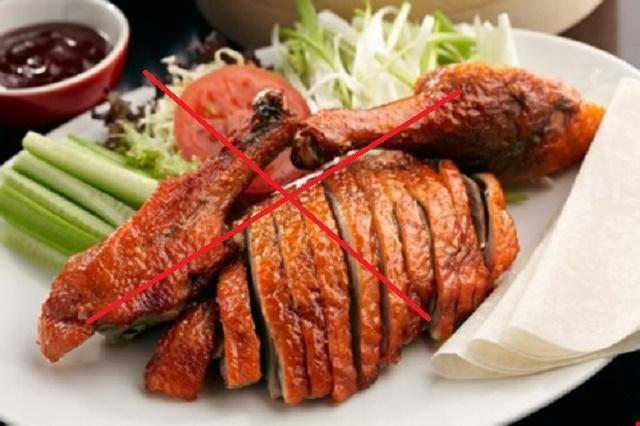 Sau khi thực hiện phun môi thẩm mỹ các chuyên gia sẽ khuyên bạn nên hạn chế ăn thịt gà
